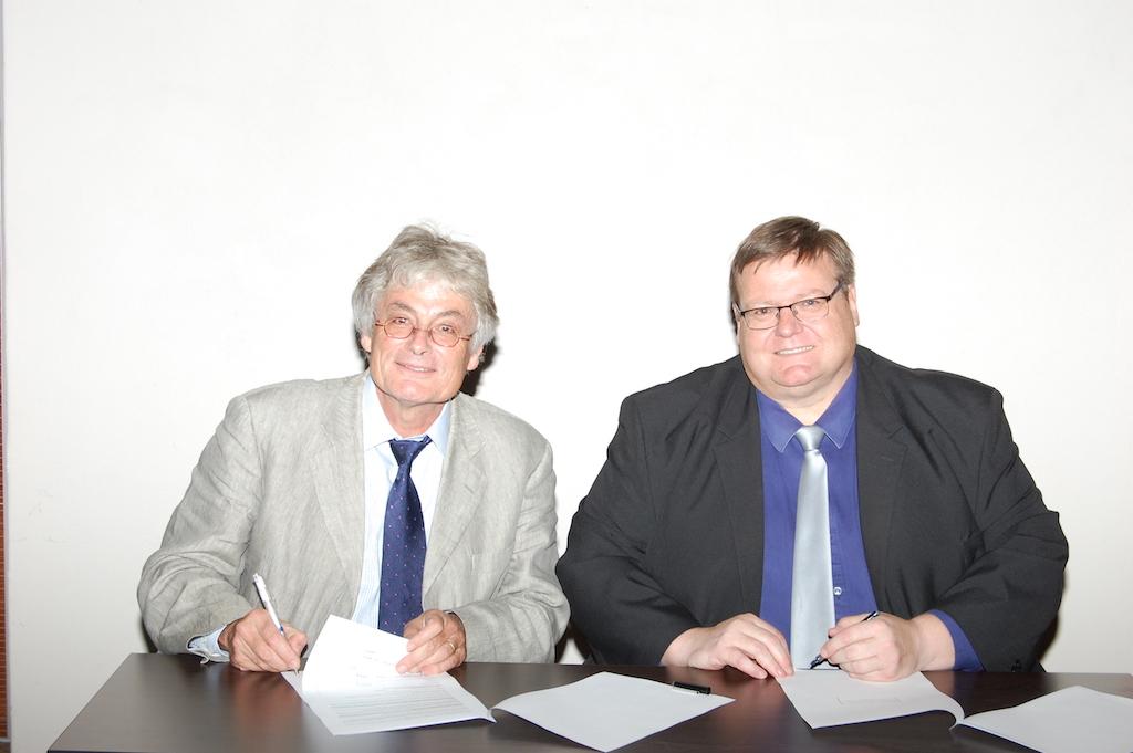 CIRAD CEO and UP representatives signing the memorandum