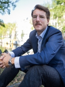 Professor Daniel Mügge